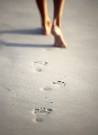 193_feet_walking_on_beach1